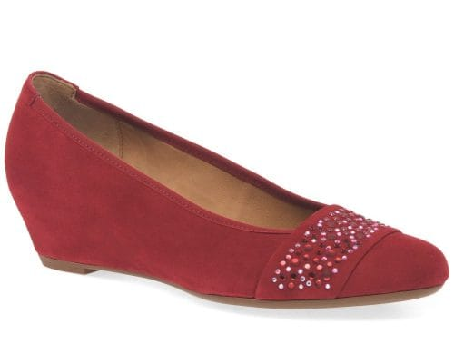 red shoes with navy dress