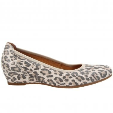 Chester Ladies Wide Fit Low Wedge Pumps
